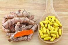 turmeric roots and capsules